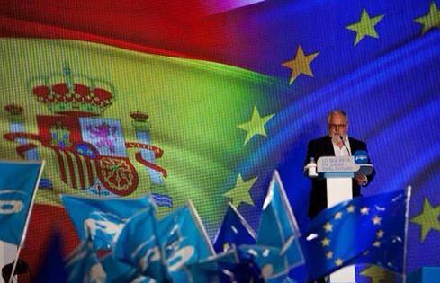 20141009011354-canete-banderas-espana-y-europa.jpg