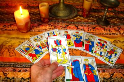 20140520150552-cartas-tarot-predicciones-1-.jpg