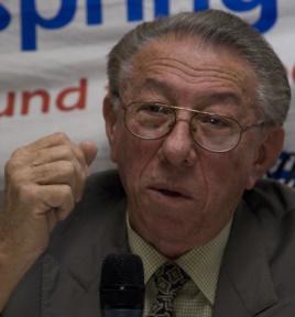 Orlando Borrego en una imagen antigua durante una conferencia sobre el Che Guevara en una universidad de Liverpool.