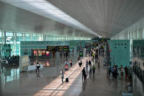 Empieza la puja por la privatización de Barajas y El Prat