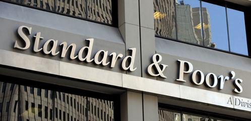 Suma y sigue: S&P rebaja el rating a diez entidades financieras españolas