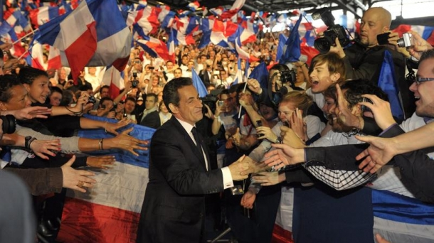 Nicolas Sarkozy se place en tête des intentions de vote au premier tour.