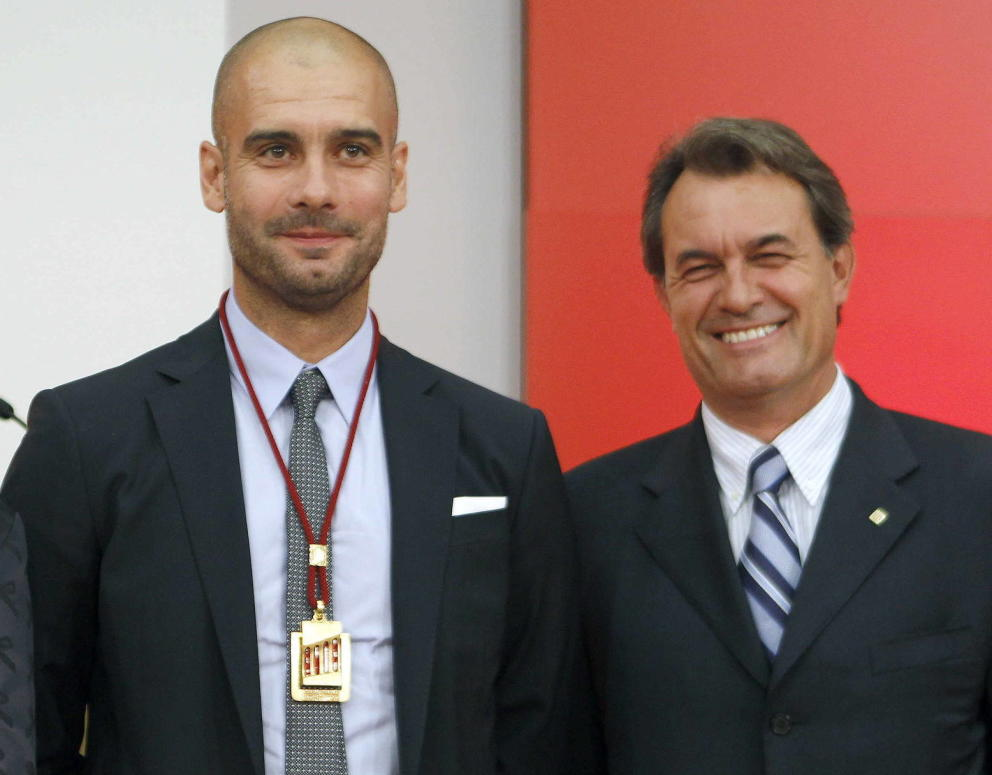 Guardiola, el día que recibió recibió la medalla de honor del Parlament. (EFE)